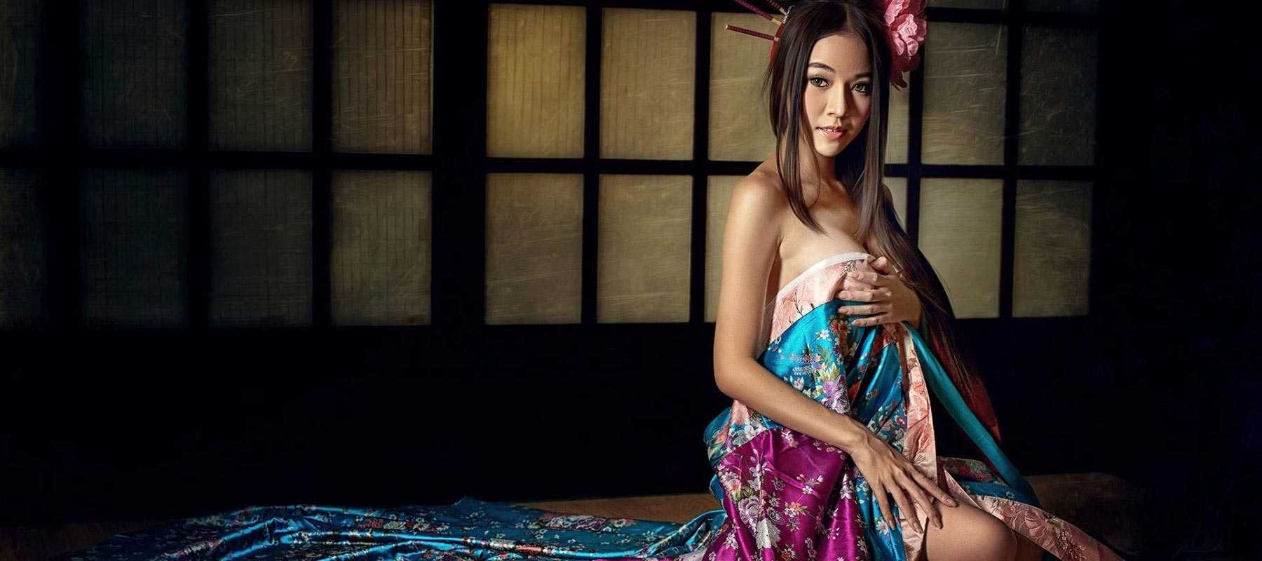 Ветка сакуры - Модель эротического массажа салона ROYAL